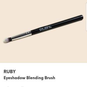 💜 3/$20 💜 Ruby Eyeshadow Blending Brush
